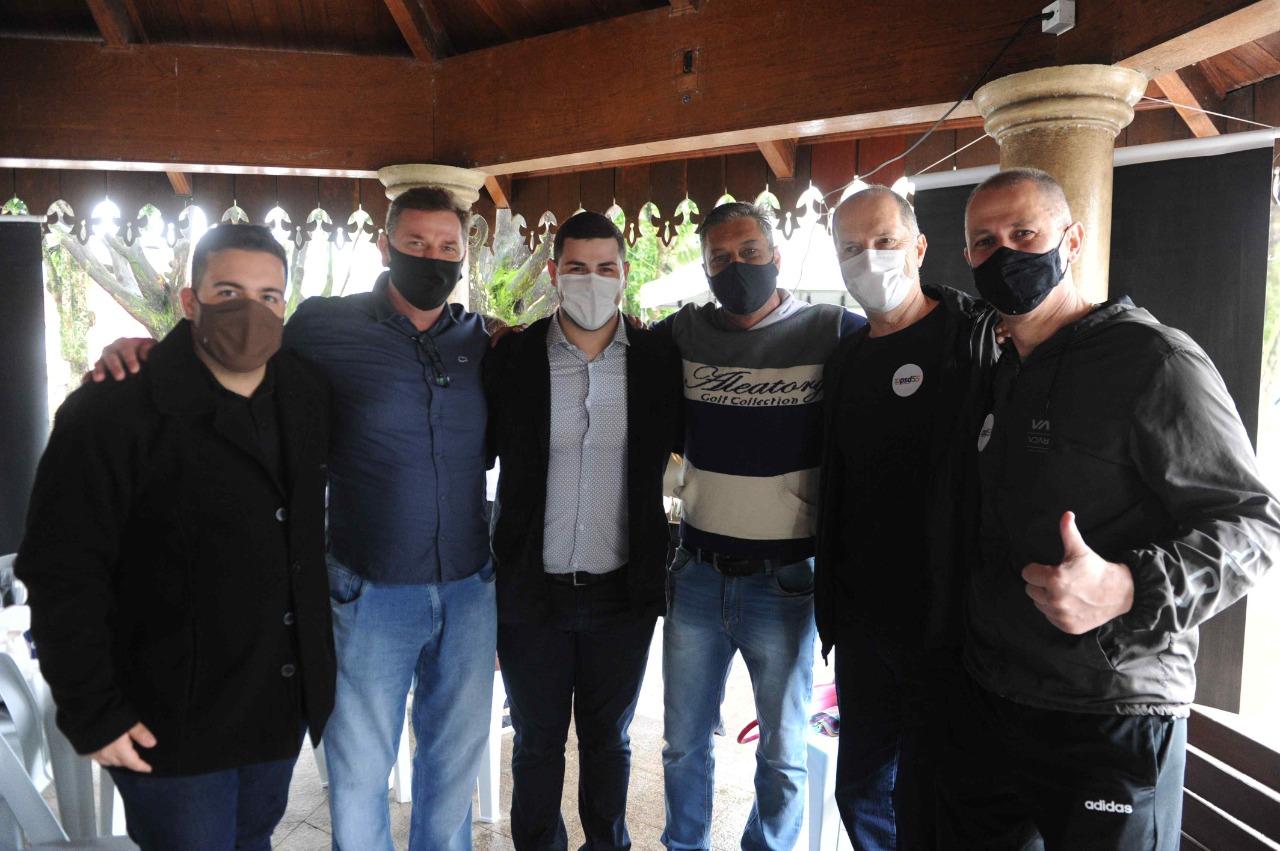 Brasil: o país que politiza pandemia a absorvente; Henrique Salvaro vai apoiar pré-candidato a estadual que não é do PSDB; PSD e MDB mais próximos em Urussanga